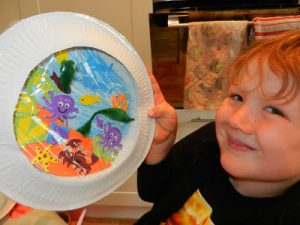 HOW TO MAKE …… A paper plate fish tank!